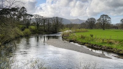 River Derwent, Downstream from Portinscale Bridge  (© © Copyright David Dixon (https://www.geograph.org.uk/profile/43729) and licensed for reuse (http://www.geograph.org.uk/reuse.php?id=3931977) under this Creative Commons Licence (https://creativecommons.org/licenses/by-sa/2.0/).)