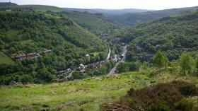 Calder Valley, Hebden Bridge (© Scott L. Cockroft [Public domain], via Wikimedia Commons)