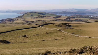 Panorama south-west of White Hill near the caravan site (© Andrew Curtis [CC BY-SA 2.0 (http://creativecommons.org/licenses/by-sa/2.0)], via Wikimedia Commons (original photo: https://commons.wikimedia.org/wiki/File:Panorama_south-west_of_White_Hill_-_geograph.org.uk_-_1716618.jpg))