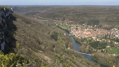 Beautiful view nearby - Saint-Antonin from Roc d'Anglars - By Frecks (Own work) [CC BY-SA 4.0 (http://creativecommons.org/licenses/by-sa/4.0)], via Wikimedia Commons (original photo: https://commons.wikimedia.org/wiki/File:Saint-Antonin_from_Roc_d%27Anglars.jpg)