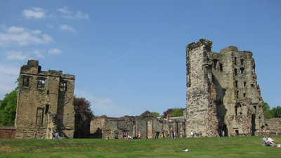 Ashby de la Zouch castle main buildings (© By Pahazzard (Own work) [CC BY-SA 3.0 (https://creativecommons.org/licenses/by-sa/3.0) or GFDL (http://www.gnu.org/copyleft/fdl.html)], via Wikimedia Commons (GFDL copy: https://en.wikipedia.org/wiki/GNU_Free_Documentation_License, original photo: https://commons.wikimedia.org/wiki/File:Ashby_de_la_Zouch_castle_main_buildings.JPG))