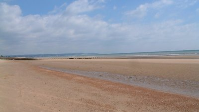 Dymchurch Beach towards Hythe and Folkestone (© © Copyright Dave Skinner (http://www.geograph.org.uk/profile/7144) and licensed for reuse (http://www.geograph.org.uk/reuse.php?id=222146)  under this Creative Commons Licence (https://creativecommons.org/licenses/by-sa/2.0/).)