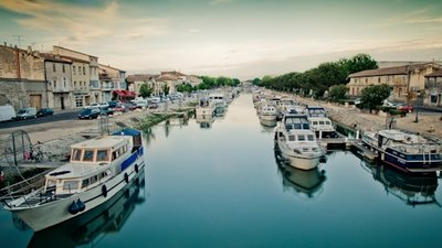 In the region: Vue du Canal du Rhône à Sète, à Beaucaire (© By Davidbascunana (Own work) [CC BY 3.0 (http://creativecommons.org/licenses/by/3.0)], via Wikimedia Commons (original photo: https://commons.wikimedia.org/wiki/File:Vue_du_Canal_du_Rh%C3%B4ne_%C3%A0_S%C3%A8te,_%C3%A0_Beaucaire.jpg))