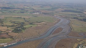 Flag creek St Osyth (© By Terryjoyce (Own work) [CC BY-SA 3.0 (http://creativecommons.org/licenses/by-sa/3.0) or GFDL (http://www.gnu.org/copyleft/fdl.html)], via Wikimedia Commons (GFDL copy: https://en.wikipedia.org/wiki/GNU_Free_Documentation_License, original photo: https://commons.wikimedia.org/wiki/File:Flag_creek_st_osyth.jpg))