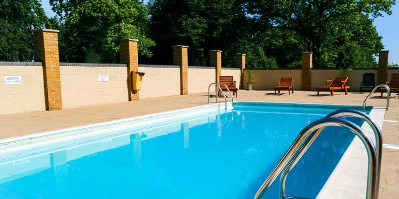 Thriftwood Country Park, Kent - Open-air heated swimming pool at Thriftwood Country Park