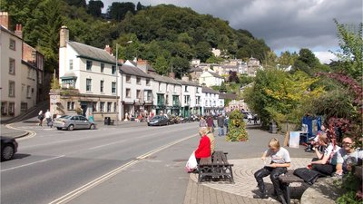 Matlock Bath (© By Dadulinka (Own work) [CC BY-SA 3.0 (http://creativecommons.org/licenses/by-sa/3.0)], via Wikimedia Commons (original photo: https://commons.wikimedia.org/wiki/File:Matlock_Bath.jpg))