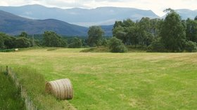 View SE to the Cairngorms from the B9153  (© © Copyright Eileen Henderson (https://www.geograph.org.uk/profile/5069) and licensed for reuse (http://www.geograph.org.uk/reuse.php?id=214180) under this Creative Commons Licence (https://creativecommons.org/licenses/by-sa/2.0/).)
