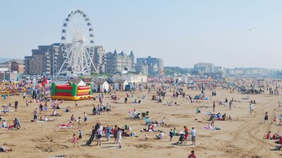 Weston-super-Mare beach from the Pier (© By NotFromUtrecht (Own work) [CC BY-SA 3.0 (https://creativecommons.org/licenses/by-sa/3.0)], via Wikimedia Commons (original photo: https://commons.wikimedia.org/wiki/File:Weston-super-Mare_beach_from_the_Pier.jpg))