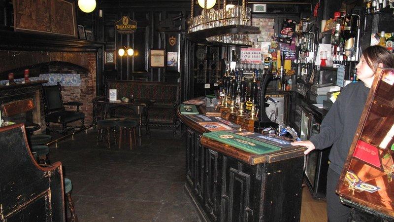 Hull bar