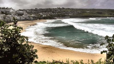 Porthmeor Beach - © Copyright Richard Johns (http://www.geograph.org.uk/profile/334) and licensed for reuse (http://www.geograph.org.uk/reuse.php?id=11559) under this Creative Commons Licence (https://creativecommons.org/licenses/by-sa/2.0/).
