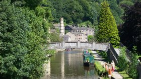Rochdale Canal at Hebden Bridge (© By Poliphilo (Own work) [CC0], via Wikimedia Commons)