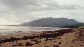 Castlegregory  (© © Copyright Rosalind Mitchell (https://www.geograph.ie/profile/112) and licensed for reuse (http://www.geograph.ie/reuse.php?id=3259) under this Creative Commons Licence (https://creativecommons.org/licenses/by-sa/2.0/).)