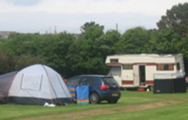 Photo of the tourers and camping at the park