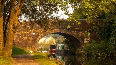 Baltimore Bridge, over the Rochdale canal at Todmorden (© By Vauxhall Bridgefoot [CC BY-SA 4.0  (https://creativecommons.org/licenses/by-sa/4.0)], from Wikimedia Commons (original photo: https://commons.wikimedia.org/wiki/File:Baltimore_Bridge,_over_the_Rochdale_canal_at_Todmorden,_West_Yorkshire_II.jpg))