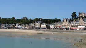 Cancale (© By H. Helmlechner (Own work) [CC BY-SA 4.0 (http://creativecommons.org/licenses/by-sa/4.0)], via Wikimedia Commons (original photo: https://commons.wikimedia.org/wiki/File:Cancale.jpg))