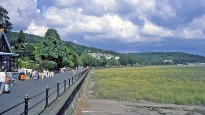 Promenade at Grange-Over-Sands (© © Copyright Trevor Rickard (http://www.geograph.org.uk/profile/14530) and licensed for reuse (http://www.geograph.org.uk/reuse.php?id=2978811) under this Creative Commons Licence (https://creativecommons.org/licenses/by-sa/2.0/))