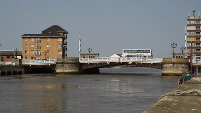 Haven Bridge, Great Yarmouth (© © Copyright Glen Denny (http://www.geograph.org.uk/profile/23336) and licensed for reuse (http://www.geograph.org.uk/reuse.php?id=2405268) under this Creative Commons Licence (https://creativecommons.org/licenses/by-sa/2.0/).)