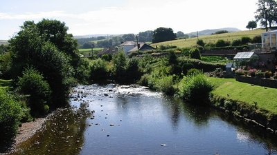 View up river from Frank's Bridge Kirkby Stephen (© Ian Drummond [CC BY-SA 2.0 (https://creativecommons.org/licenses/by-sa/2.0)], via Wikimedia Commons (original photo: https://commons.wikimedia.org/wiki/File:View_up_river_from_Frank%27s_Bridge_Kirkby_Stephen_-_geograph.org.uk_-_673570.jpg))