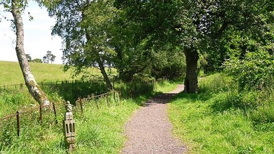 Start of the Speet Gill Trail  (© © Copyright Rose and Trev Clough (https://www.geograph.org.uk/profile/14719) and licensed for reuse (http://www.geograph.org.uk/reuse.php?id=2480835) under this Creative Commons Licence (https://creativecommons.org/licenses/by-sa/2.0/).)