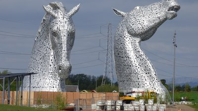 The Kelpies, Helix Park (© By Lachlancarter (Own work) [CC BY-SA 3.0 (https://creativecommons.org/licenses/by-sa/3.0)], via Wikimedia Commons (original photo: https://commons.wikimedia.org/wiki/File:The_Kelpies,_Helix_Park,_Falkirk,_Scotland.JPG))