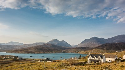 Ardhasaig with Clisham, Isle of Harris (© By Chris Combe from York, UK (Ardhasaig with Clisham, Isle of Harris) [CC BY 2.0 (http://creativecommons.org/licenses/by/2.0)], via Wikimedia Commons (original photo: https://commons.wikimedia.org/wiki/File:Ardhasaig_with_Clisham,_Isle_of_Harris_(13567370923).jpg))