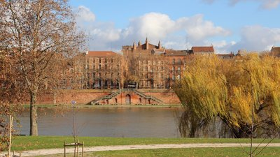 St_-_Cyprien,_Toulouse,_France_-_panoramio_(3)