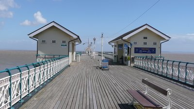 Penarth pier (© By TR001 (Own work) [CC BY 3.0 (http://creativecommons.org/licenses/by/3.0)], via Wikimedia Commons (original photo: https://commons.wikimedia.org/wiki/File:Penarth_pier.JPG))