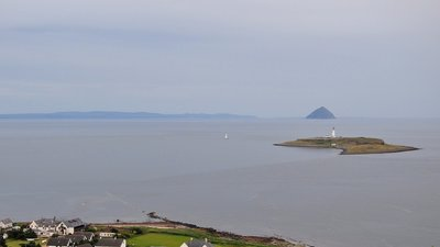 Kildonan 6. With the islands of Pladda and Ailsa Craig, North Ayrshire, (© By Vincent van Zeijst (Own work) [CC BY 3.0 (http://creativecommons.org/licenses/by/3.0)], via Wikimedia Commons (original photo: https://commons.wikimedia.org/wiki/File:Kildonan_6._With_the_islands_of_Pladda_and_Ailsa_Craig._North_Ayrshire,_Scotland.JPG))
