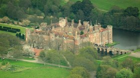 Herstmonceux Castle aerial view (© By Lieven Smits (Own work) [GFDL (http://www.gnu.org/copyleft/fdl.html) or CC BY-SA 3.0 (http://creativecommons.org/licenses/by-sa/3.0)], via Wikimedia Commons (GFDL copy: https://en.wikipedia.org/wiki/GNU_Free_Documentation_License, original photo: https://commons.wikimedia.org/wiki/File:Herstmonceux_Castle_aerial_view.jpg))