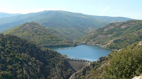 In the region Lozère Villefort Barrage (© By Ancalagon (Own work) [GFDL (http://www.gnu.org/copyleft/fdl.html) or CC BY-SA 3.0 (http://creativecommons.org/licenses/by-sa/3.0)], via Wikimedia Commons (GFDL copy: https://en.wikipedia.org/wiki/GNU_Free_Documentation_License, original photo: https://commons.wikimedia.org/wiki/File:France_Loz%C3%A8re_Villefort_Barrage_2.jpg))