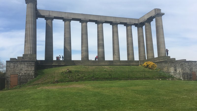 Calton Hill - The monument on Calton Hill which overlooks Edinburgh city centre. (© 2018 Doriane Steyaert)