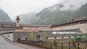 Saint-Étienne-de-Tinée - Ancien couvent des Trinitaires de Saint-Salaire (© By Ludovic Péron (Own work) [CC BY-SA 3.0 (http://creativecommons.org/licenses/by-sa/3.0)], via Wikimedia Commons (original photo: https://commons.wikimedia.org/wiki/File:Saint-%C3%89tienne-de-Tin%C3%A9e_-_Ancien_couvent_des_Trinitaires_de_Saint-Salaire.jpg))