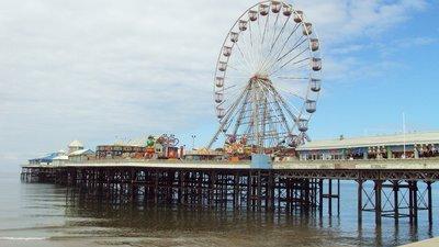 Central_pier,_Blackpool_-_DSC07070