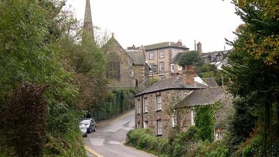 Looking up Town Hill to the Church and St Agnes Hotel (© Tony Atkin [CC BY-SA 2.0 (https://creativecommons.org/licenses/by-sa/2.0)], via Wikimedia Commons (original photo: https://commons.wikimedia.org/wiki/File:Looking_up_Town_Hill_to_the_Church_and_St_Agnes_Hotel_-_geograph.org.uk_-_68769.jpg))