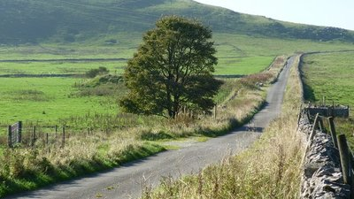 Back road to Buxton Raceway  (© © Copyright Gordon Elliott (https://www.geograph.org.uk/profile/34137) and licensed for reuse (http://www.geograph.org.uk/reuse.php?id=2106243) under this Creative Commons Licence (https://creativecommons.org/licenses/by-sa/2.0/).)