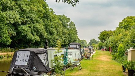 Self-catering holiday in Lancashire Holiday park in Lancashire - Holiday on the tranquil banks of the Leeds to Liverpool canal