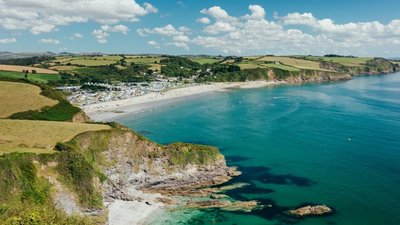 Pentewan Sands Holiday Park - Beautiful coastline nearby (© Pentewan Sands Holiday Park)