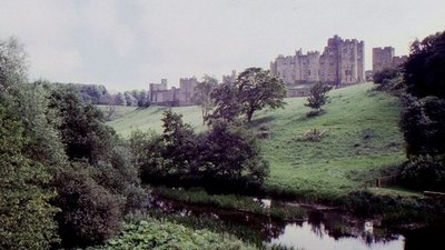 Alnwick Castle (© © Copyright Andy Jamieson (https://www.geograph.org.uk/profile/31248) and licensed for reuse (http://www.geograph.org.uk/reuse.php?id=1312663) under this Creative Commons Licence (https://creativecommons.org/licenses/by-sa/2.0/).)
