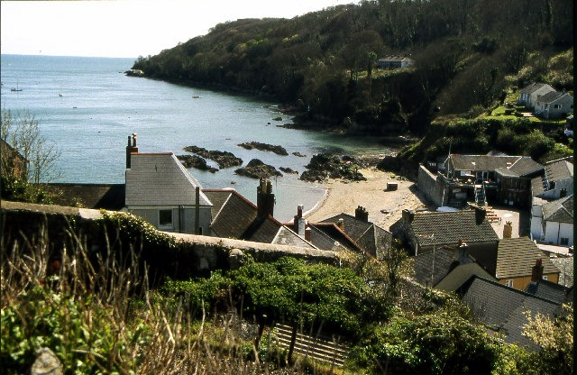 Cawsand village and beach (© Copyright Crispin Purdye and licensed under this Creative Commons Licence (https://creativecommons.org/licenses/by-sa/2.0/).)