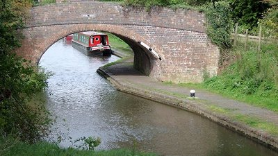 Double Bridge near Marston, Warwickshire (© © Copyright Roger Kidd (http://www.geograph.org.uk/profile/12192) and licensed for reuse (http://www.geograph.org.uk/reuse.php?id=1747699) under this Creative Commons Licence (https://creativecommons.org/licenses/by-sa/2.0/).)