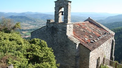 Les Aires chapelle, St-Michel (© By Fagairolles 34 (Own work) [CC BY-SA 4.0 (http://creativecommons.org/licenses/by-sa/4.0)], via Wikimedia Commons (original photo: https://commons.wikimedia.org/wiki/File:Les_Aires_chapelle_St-Michel_2.JPG))