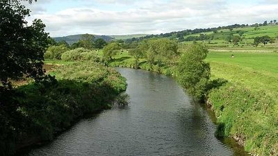 River Aire from Bridge on Keighley Road (© Betty Longbottom/River Aire from Bridge on Keighley Road (original photo: https://commons.wikimedia.org/wiki/File:River_Aire_from_Bridge_on_Keighley_Road_-_geograph.org.uk_-_546985.jpg))