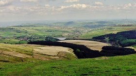 View From Holme Moss (© By Richard Harvey [CC BY 3.0  (https://creativecommons.org/licenses/by/3.0)], from Wikimedia Commons (original photo: https://commons.wikimedia.org/wiki/File:View_From_Holme_Moss(RLH).JPG))
