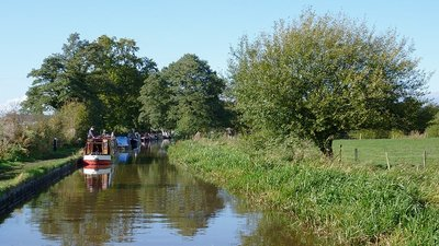 Llangollen Canal near Wrenbury-cum-Frith, Cheshire  (© © Copyright Roger Kidd (https://www.geograph.org.uk/profile/12192) and licensed for reuse (http://www.geograph.org.uk/reuse.php?id=3218151) under this Creative Commons Licence (https://creativecommons.org/licenses/by-sa/2.0/).)