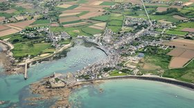 Port de Barfleur (© By Pierrestz (Own work) [CC BY-SA 3.0 (http://creativecommons.org/licenses/by-sa/3.0)], via Wikimedia Commons (original photo: https://commons.wikimedia.org/wiki/File:Port_de_Barfleur.jpg))