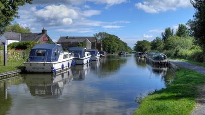 Lancaster Canal, Garstang  (© © Copyright David Dixon (https://www.geograph.org.uk/profile/43729) and licensed for reuse (http://www.geograph.org.uk/reuse.php?id=2527441) under this Creative Commons Licence (https://creativecommons.org/licenses/by-sa/2.0/).)