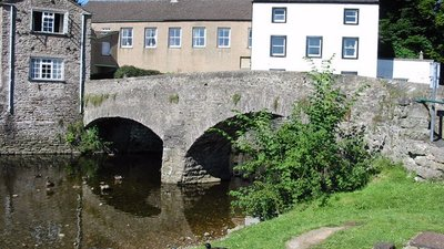 In the town: Frank's Bridge Kirkby Stephen (© Ian Drummond [CC BY-SA 2.0 (http://creativecommons.org/licenses/by-sa/2.0)], via Wikimedia Commons (original photo: https://commons.wikimedia.org/wiki/File:Frank%27s_Bridge_Kirkby_Stephen_-_geograph.org.uk_-_673564.jpg))