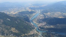 Nearby village - Sisteron (view from the air) (© By Jmcc150 (Taken while flying my glider nearby) [GFDL (http://www.gnu.org/copyleft/fdl.html) or CC BY-SA 3.0 (http://creativecommons.org/licenses/by-sa/3.0)], via Wikimedia Commons (GFDL copy: https://en.wikipedia.org/wiki/GNU_Free_Documentation_License, original photo: https://commons.wikimedia.org/wiki/File:Sisteron_(France)_from_the_air.jpg))