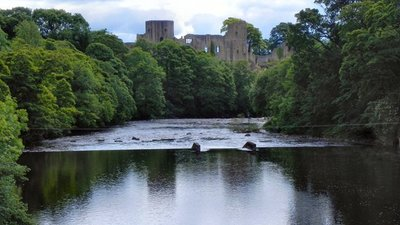 Barnard Castle and the River Tees near the caravan site (© © Copyright David Dixon (https://www.geograph.org.uk/profile/43729) and licensed for reuse (http://www.geograph.org.uk/reuse.php?id=2482311) under this Creative Commons Licence (https://creativecommons.org/licenses/by-sa/2.0/).)