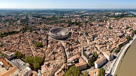 Arles (© By Chensiyuan (Own work) [CC BY-SA 4.0 (http://creativecommons.org/licenses/by-sa/4.0)], via Wikimedia Commons (original photo: https://commons.wikimedia.org/wiki/File:1_arles_france_2016.jpg))